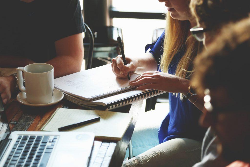 Das Meeting: Lösung und Ursache aller Probleme. (CC0, Startup Stock Photos)