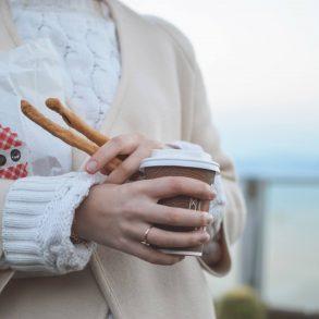Coffee to go or not go? Bild Tamara Bellis, CC0, Unsplash