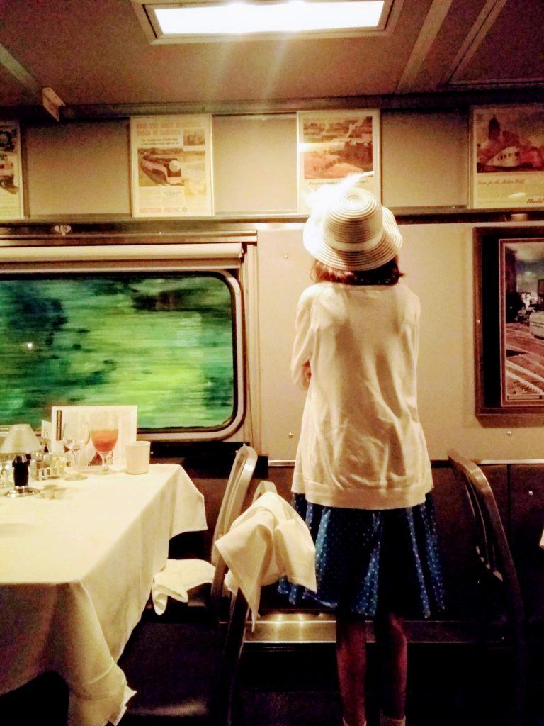 Ein typisches Bordrestaurant; Bild:  Clarissa Watson, CC0 unplash